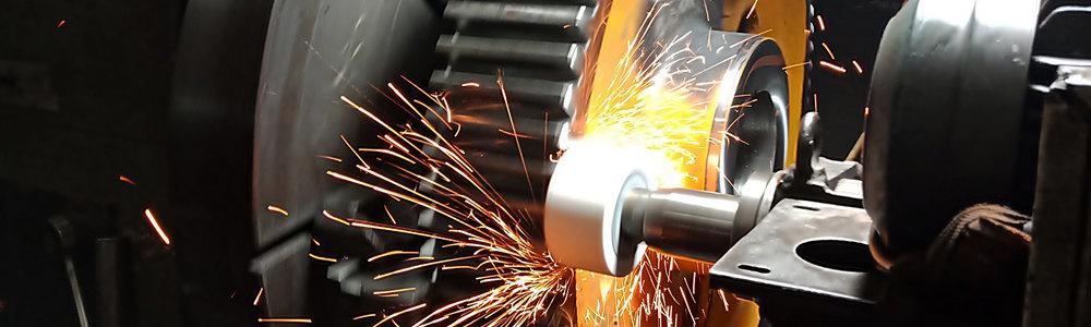 Обработка металлической детали на станке